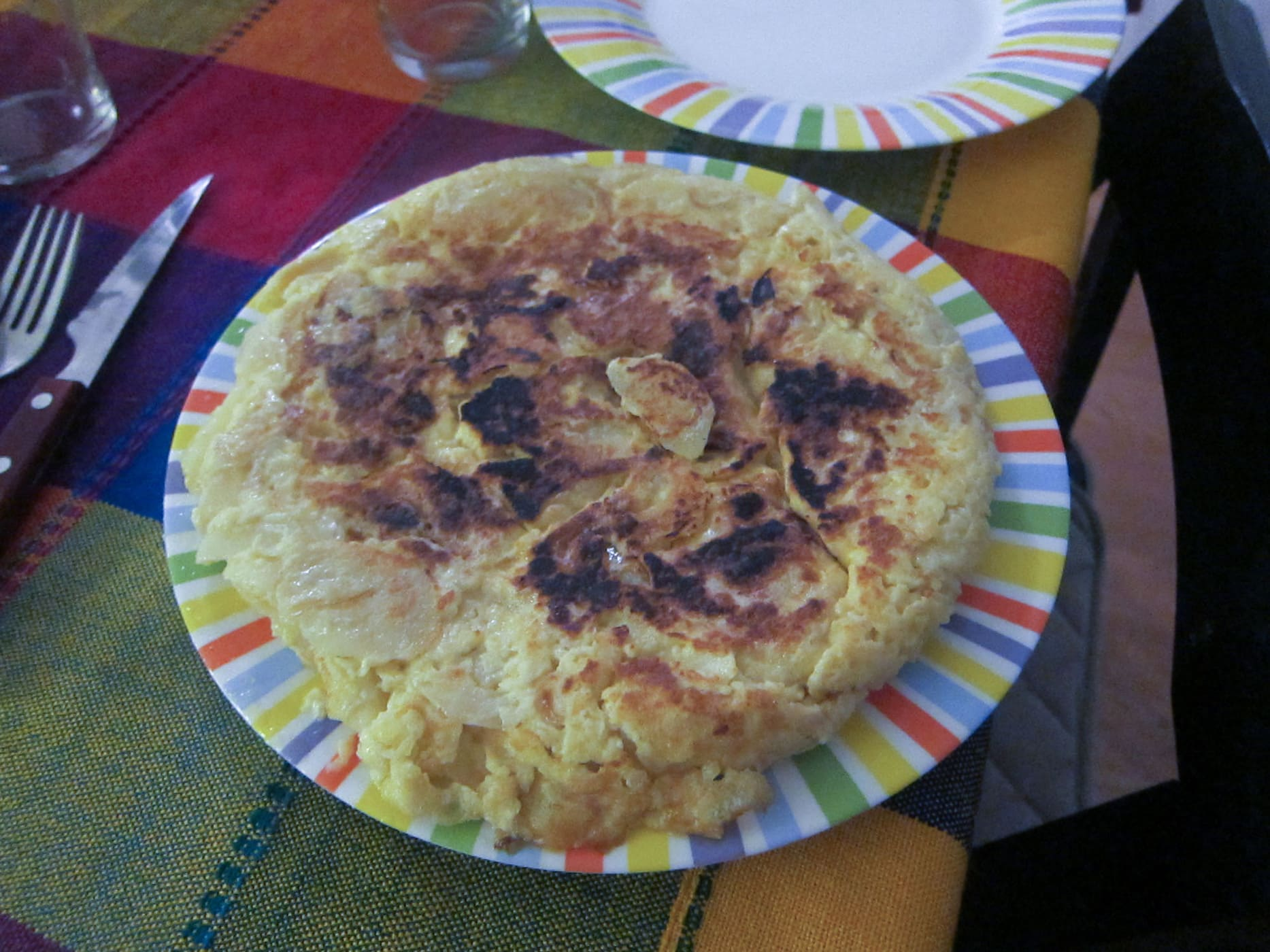 Learning how to make Tortilla de Patatas - Spanish Tortilla - in Barcelona, Spain